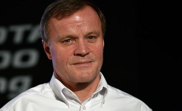 Tommi Mäkinen sanoo, että kahden ylimääräisen auton järjestäminen MM-ralliin olisi hankala tehtävä.