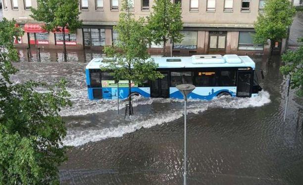 Raportin mukaan Suomessa jo tapahtuneista vesistötulvista tulee vuosittain keskiarvoltaan noin 18,4 miljoonan euron kulut.