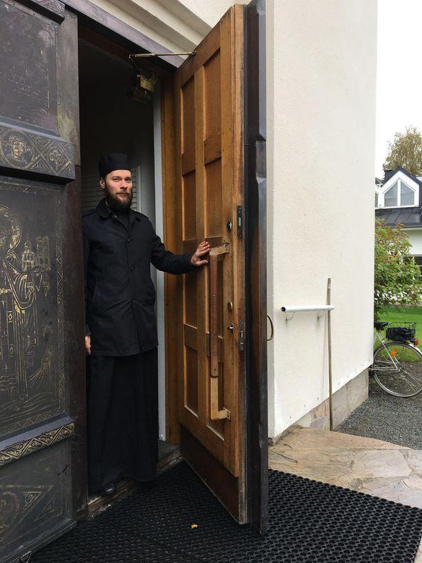 Valamon luostarissa järjestetään opastettuja kierroksia ympäri vuoden. Oppaaksi voi saada vaikkapa pappismunkki Mikaelin.