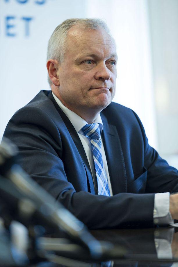 Kalle Jokinen tuli toisiin ajatuksiin keskusteltuaan pääministeri Juha Sipilän (kesk) kanssa Hjallis Harkimon (kok) hallitusnimitykseen johtaneista vaiheista.