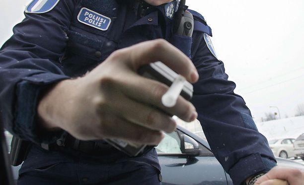 Nainen oli poliisiasemalta päästyään hakenut auton ja lähtenyt uudelleen ajoon.