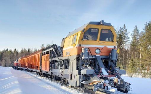 """Kuvat! Tässä on venäläinen lumensyöjäjuna – Kalusto tositoimissa Kainuussa: """"Alku näyttää hyvältä"""""""