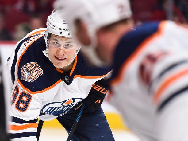 Jesse Puljujärvi ei ole päässyt NHL:ssä samanlaiseen liitoon kuin hänen kanssaan kesällä 2016 varatut Patrik Laine ja Auston Matthews.