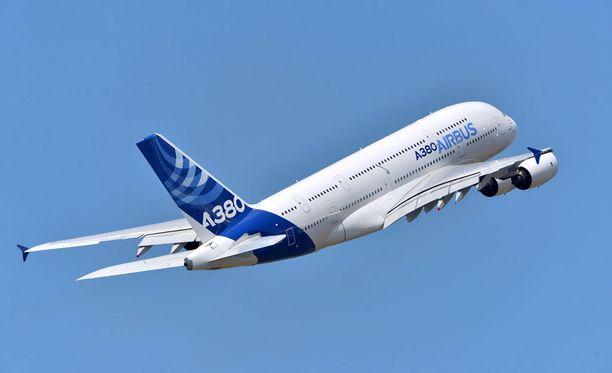 A380 teki ensimmäisen reittilennon syksyllä 2007 Singaporesta Sydneyyn.