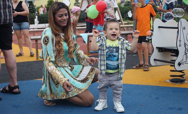 Jane-äiti juhli yhdessä Toivon kanssa.