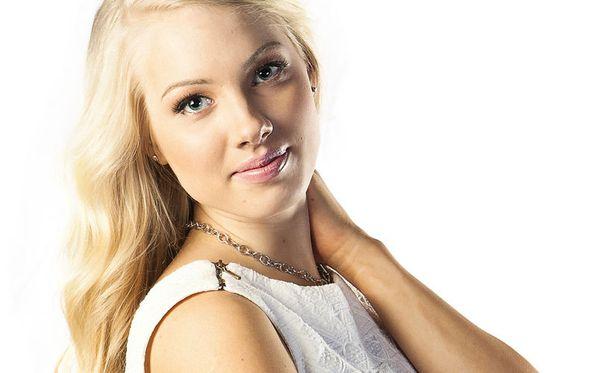Laura Savio on yksi niistä, jotka saivat lääkäriltä ensiapua kivuliaaseen kurkkuun ja kuumeeseen.