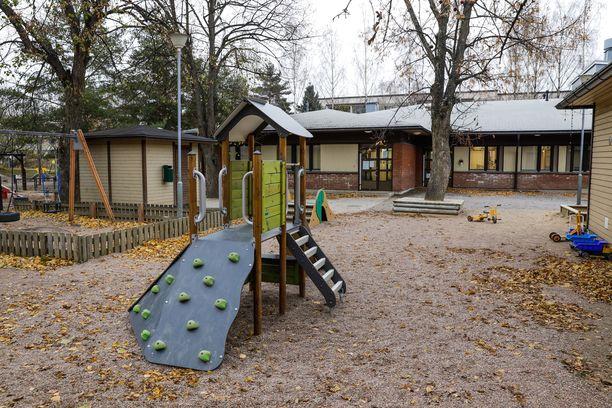 Amurin päiväkodissa kokeillaan uudenlaista järjestelyä valokuvauksessa. Tamperelainen äiti ihmettelee, miten se käytännössä on mahdollista.