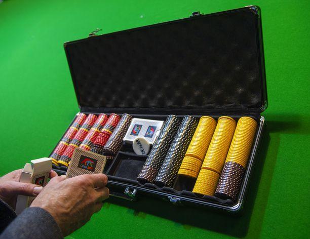 Tältä näyttää pitkän linjan pokeriammattilaisen työkalupakki.