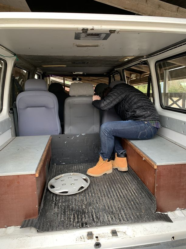 Auton penkit poistettiin ja sisätilat laitettiin uuteen uskoon.
