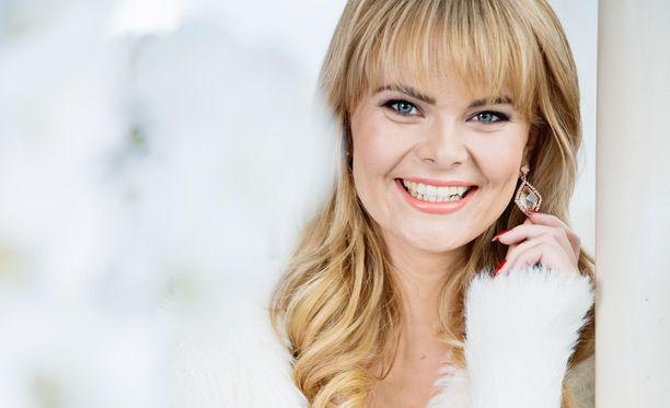 Erika Vikman liikuttui Vain elämää -jakson vedoista, ja ylistää avausjaksoa sosiaalisessa mediassa.