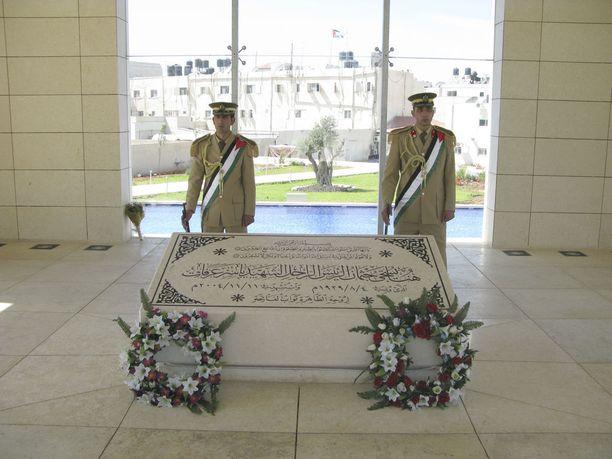 Arafat on haudattu Ramallahiin. Hän toivoi tulevansa haudatuksi Jerusalemiin, mutta Israel ei suostunut siihen.