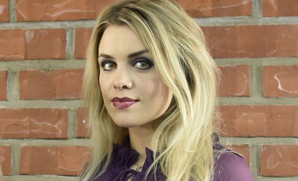 Irina Vartia on tunnettu suomalainen näyttelijä. Vartia on näytellyt Salatuissa elämissä vuodesta 2014 lähtien.