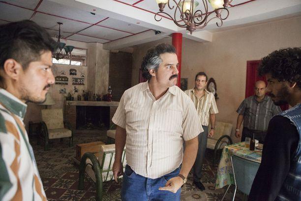 Narcos perehtyy huumeparoni Pablo Escobarin elämään.