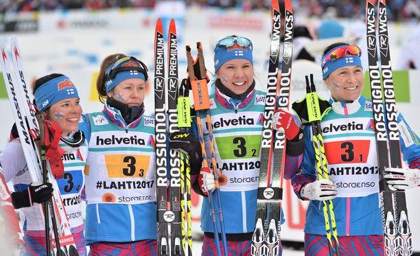 Viestissä pronssia hiihtäneet Krista Pärmäkoski, Laura Mononen, Kerttu Niskanen ja Aino-Kaisa Saarinen ovat mukana lauantain 30 kilometrillä.