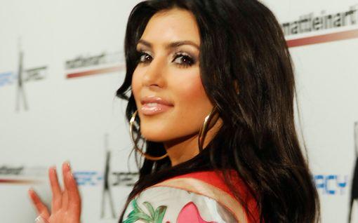 Uskoisitko Kim Kardashianiksi? Tähden räppityyli on parasta, mitä tänään näet