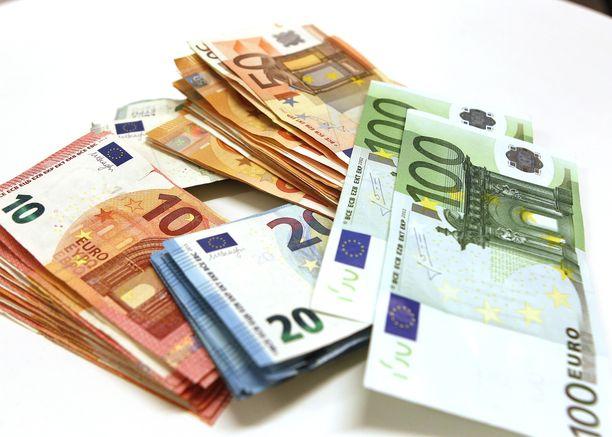 Eurosetelinippuja.