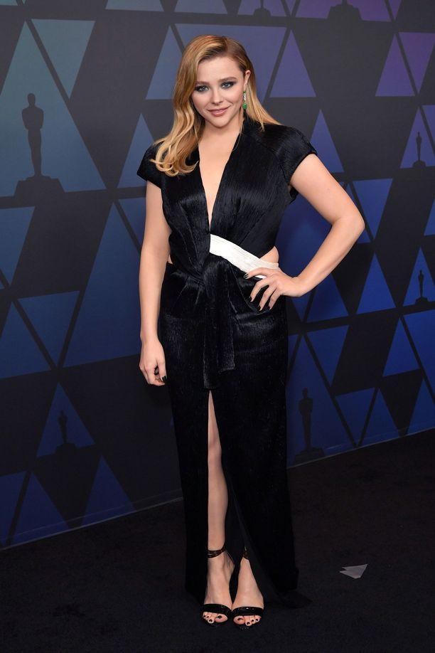 Chloe Grace Moretzin tyyli on aina rohkea, mutta äärimmäisen tyylikäs. Graafinen mekko on Louis Vuittonin.