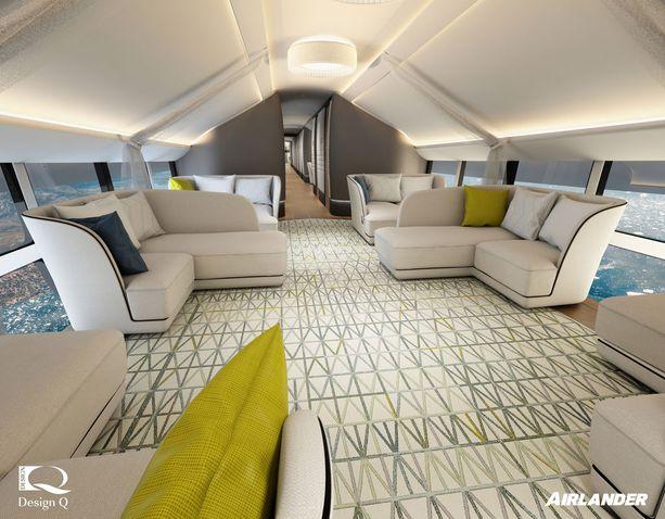 Matkan aikana voi istuskella tilavassa loungessa.