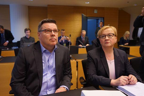 Jari Aarnio ja asianajaja Riitta Leppiniemi oikeudessa vuonna 2016.