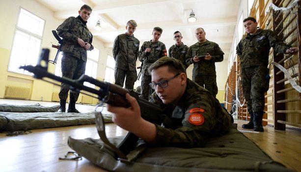 Puola on viime vuosina uudistanut puolustustaan. Kuva puolalaisen ilmasotakoulun oppitunnilta.