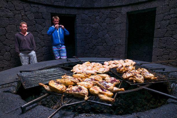 Vulkaaninen grilli kiinnostaa asiakkaita.