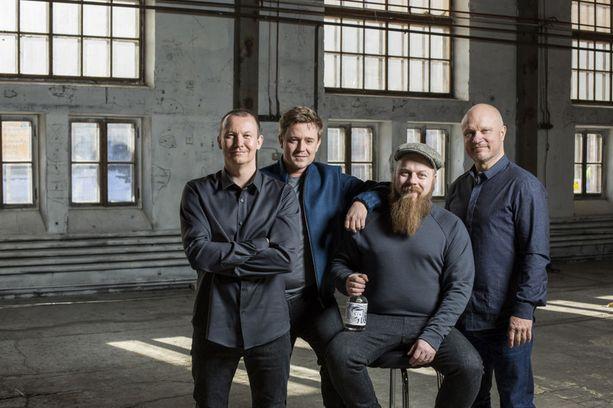 Palkitun Arctic Blue Ginin taustatiimi Jaakko Sorsa, Mikko Spoof, Asko Ryynänen ja Kimmo Koivikko.