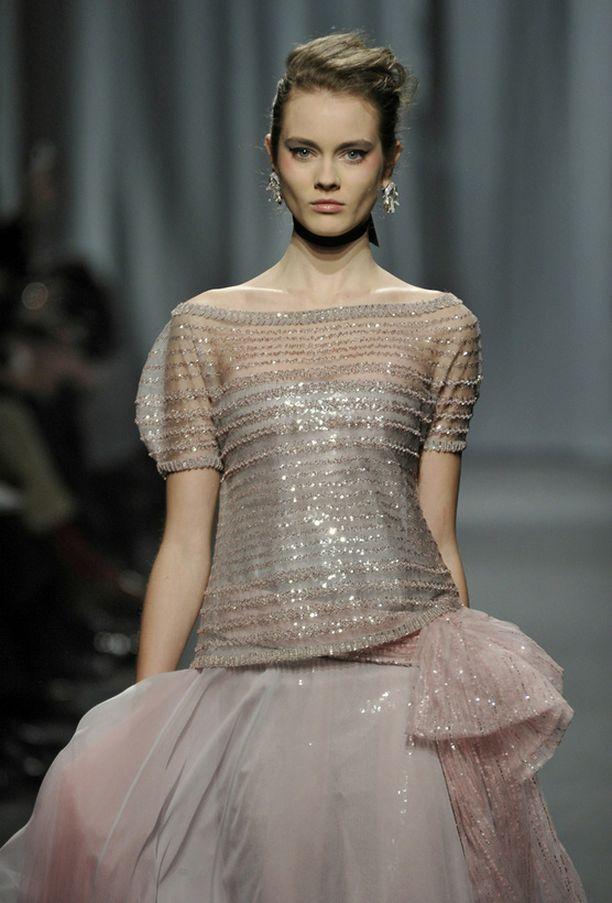 Chanelin luomuksia esiteltiin Paris Haute Couture -viikolla Pariisissa torstaina.