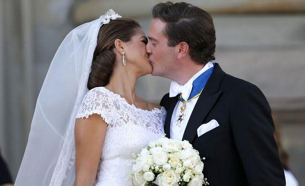 Madeleine ja Chris O'Neill vihittiin 8. kesäkuuta 2013. Syyskuussa hovi ilmoitti prinsessan raskaudesta.