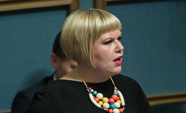 Perhe- ja peruspalveluministeri Annika Saarikon mukaan nyt aloitettu selvitystyö on ollut suunnitelmissa jo pitkään.