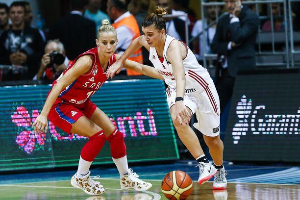 Milica Dabovic (vas.) paljasti järkyttäviä ehdotuksia, joita hän on joutunut kokemaan.