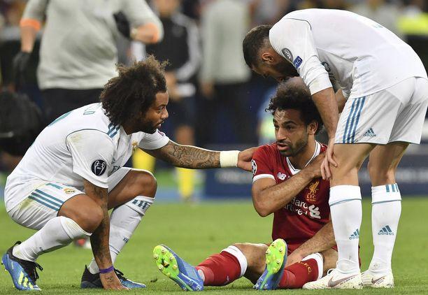 Mo Salah loukkaantui kaaduttuaan ilkeästi oman olkapäänsä päälle.