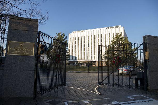 Yhdysvallat on vastannut Venäjän vakoiluoperaatioihin esimerkiksi karkottamalla maasta 35 diplomaattia. Kuvassa Venäjän lähetystö Washingtonissa.