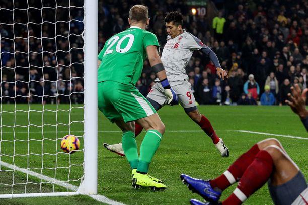 Roberto Firmino viimeisteli lähietäisyydeltä Liverpoolin voittomaalin.