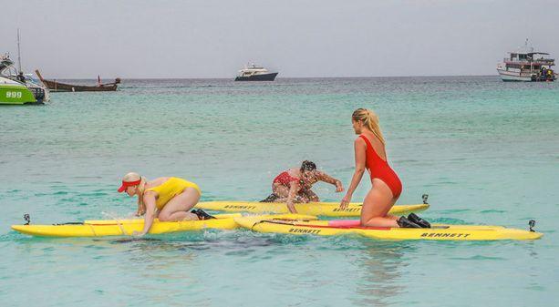 Ohjelmassa kilpailijat opettelevat muun muassa käyttämään pelastuslautaa.