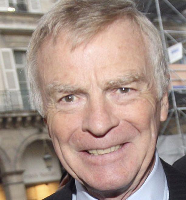 Max Mosley jätti FIA:n puheenjohtajan tehtävät Jean Todtille.