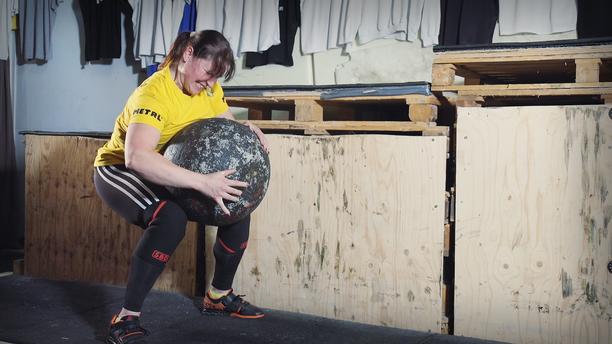 Annika Eilmann iloitsee siitä, että vaikka urheileminen onkin tuonut leveyttä ja lihaksia, ovat hänen muotonsa silti säilyneet. -Minusta ei ole tullut kaappia. Olen ihan normaalikokoinen. Samat vaatteet mahtuvat päälle kuin kymmenen vuotta sittenkin.