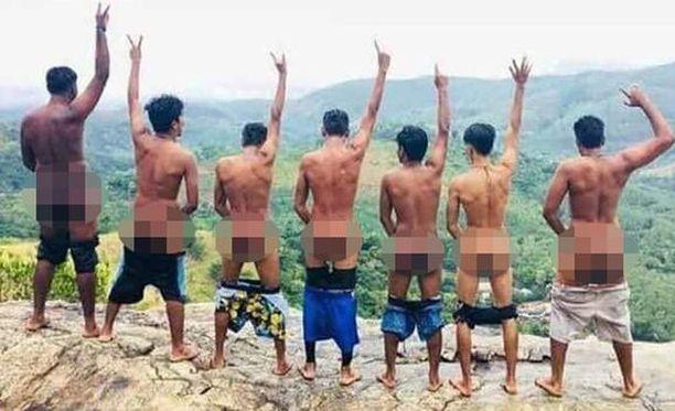Tämä Facebookissa julkaistu kuva johti kolmen miehen pidätykseen. Kuvaa pidettiin pyhäinhäväistyksenä.