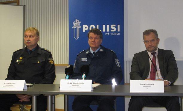 Poliisi tiedotti maanantaina Rautavaaran kuolonkolarista.