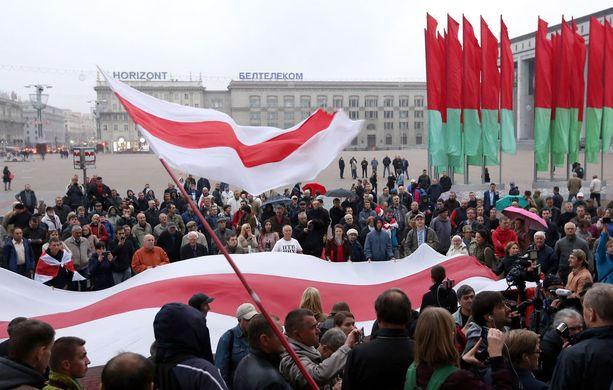 Valko-Venäjällä järjestettiin viikonloppuna Venäjän järjestämää massiivista Zapad 2017 -sotaharjoitusta kritisoiva mielenosoitus.