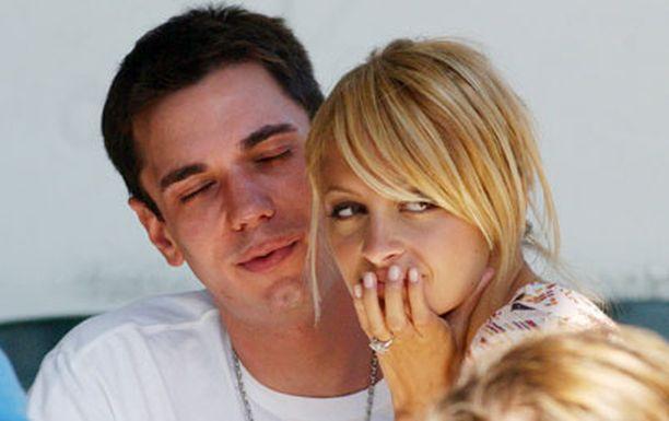 Adam ja Nicole olivat kihloissa vuonna 2005.