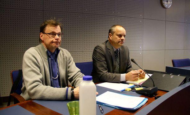 Rehtorin epäillään anastaneen entisen Kuusiluodon lukion stipendirahaston rahavaroja noin 450 000 euron arvosta.