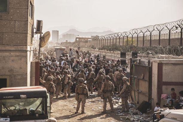 Yhdysvaltain joukoilla on lupa olla Afganistanissa enää vain tiistaihin saakka. Jatko on epävarma.