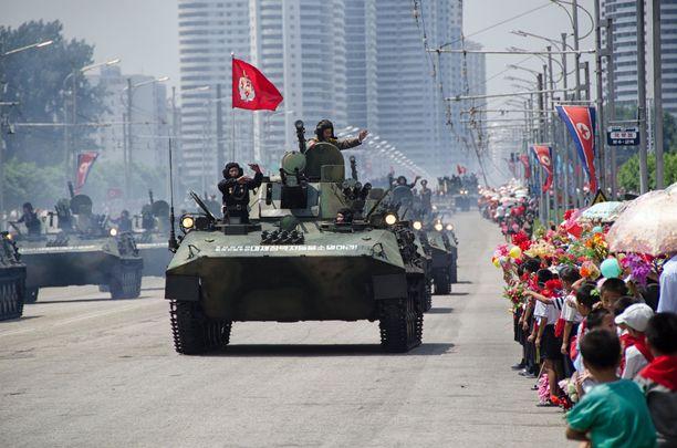 Pohjois-Korea tunnetaan mahtipontisista paraateistaan.