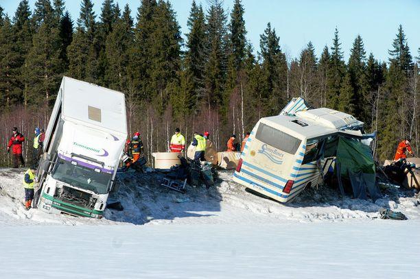 Turman kauheus paljastui Konginkankaalla vuonna 2004 viimeistään aamun valjettua.