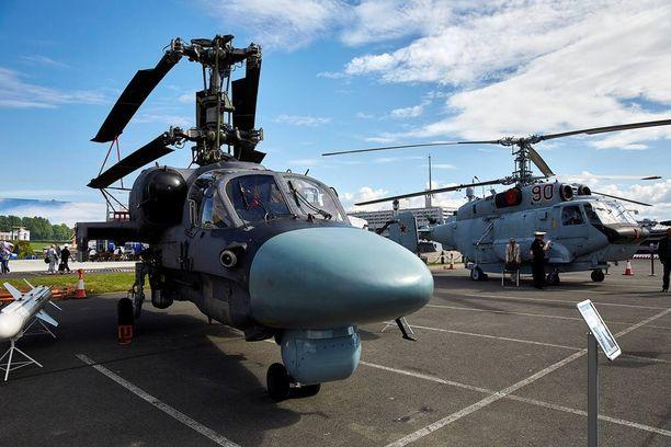 Venäjän laivaston tärkeimpiin iskuvoimiin kuuluu K-52 Alligator – taisteluhelikopteri, joka kykenee kuljettamaan siipensä alla myös raskaita meritorjuntaohjuksia.