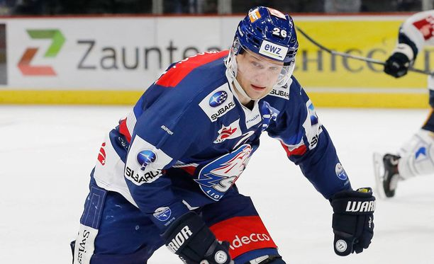 Lauri Korpikoski pääsi juhlimaan Sveitsin jääkiekkoliigan mestaruutta.