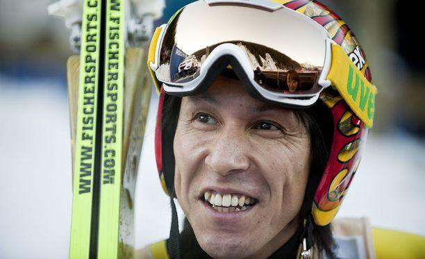 Noriaki Kasai voitti vuonna 1992 lentomäen MM-kultaa ja jaksaa yhä liitää yli 200 metrin.