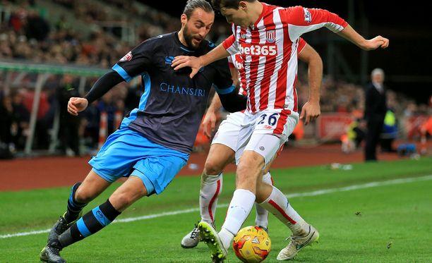 Atdhe Nuhiun (vasemmalla) Sheffield Wednesday kohtaa kotonaan Wolvesin.