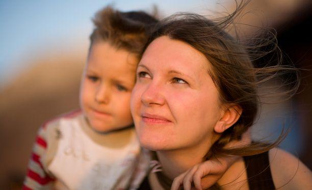 Adoptioprosessiin menee vuosia ja hakijoiden koko elämä käydään läpi.