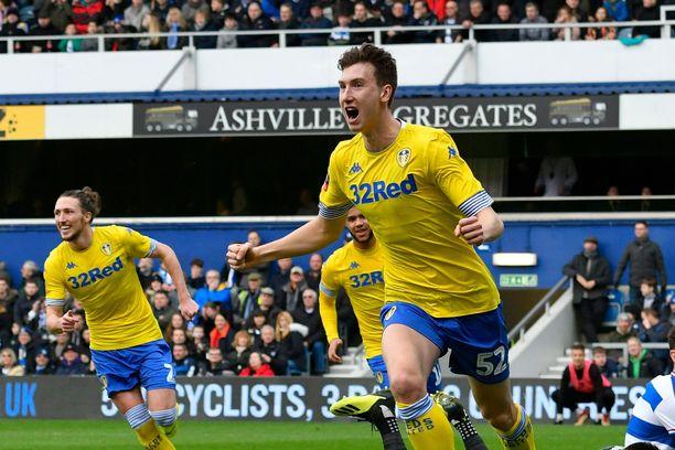 Aapo Halme (edessä) iski Leedsille maalin viime kaudella FA Cupin ottelussa QPR:ää vastaan.